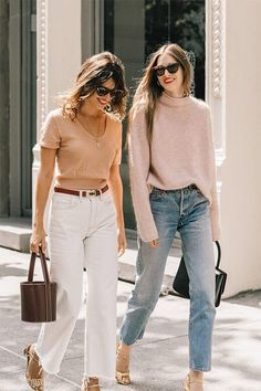 Say Cheese: Jeanne Damas & Laura Love (Collage Vintage) Jeanne Damas, Style Outfits, Jean Outfits, Fashion Outfits, Fashion Trends, Fashion Bloggers, Casual Outfits, Crazy Outfits, Fashion Shirts