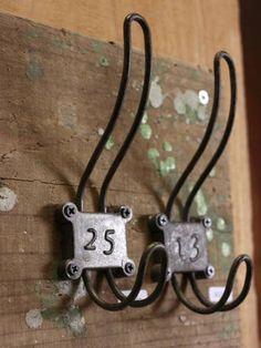 Wall Hook アイアンフックアンティークふう金具便利な2個掛けDIY25 インテリア 雑貨 家具 Antique ¥500yen 〆05月20日