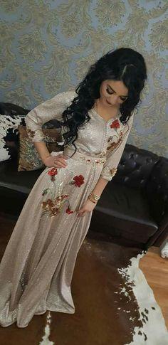 Modesty Fashion, Fashion Wear, Hijab Fashion, Caftan Pas Cher, Fantasy Gowns, Arabic Dress, Afghan Dresses, Moroccan Dress, Abaya Designs
