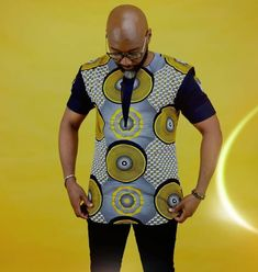 Another elegant shirt by QK 👏👏👏👏 African Wear Styles For Men, African Shirts For Men, African Attire For Men, African Clothing For Men, Latest African Fashion Dresses, African Dresses For Women, African Print Fashion, African Print Shirt, Nigerian Men Fashion