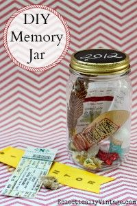 Memory Jar - do a shadow box of memory jars that correspond with the baby books. Make space for the books in the shadow box. Mason Jars, Mason Jar Crafts, Canning Jars, Cute Crafts, Diy And Crafts, Crafts For Kids, Diy Projects To Try, Craft Projects, Craft Ideas