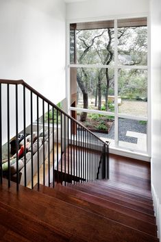 Staircase connecting floors1 Dissolving Boundaries: Residence Encircled by Trees in Austin, Texas