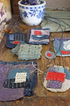 Sewing Crafts the 2019 annual scrap festival : 10 ideas for your scraps – ann wood handmade - Did you know it is national scrap week? But it should be a thing. I'm making it a thing. A bag of scraps… Read Sashiko Embroidery, Japanese Embroidery, Textile Jewelry, Fabric Jewelry, Crafts To Sell, Diy And Crafts, Wood Crafts, Boro Stitching, Hand Stitching