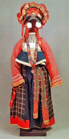 The festive costume of a young woman. Tula Province.