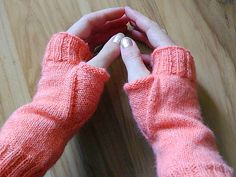 Ravelry: How I knit my fingerless mitts pattern by Julia Pehl free pattern