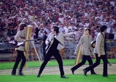 The Beatles Fan Art: Beatles at Shea Stadium The Beatles 1, Beatles Photos, Beatles Bible, Beatles Art, Great Bands, Cool Bands, Liverpool, Billy Preston, Shea Stadium
