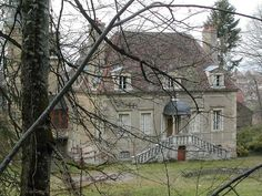 Château du Petit Montjeu►►http://www.frenchchateau.net/chateaux-of-bourgogne/chateau-du-petit-montjeu.html?i=p