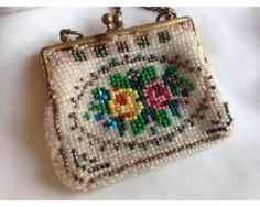 Antique-Victorian-or-Edwardian-Tiny-Beaded-Coin-Purse