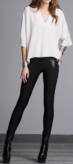 Leather booties, black leggings, oversized and simple shirt. This outfit is all about the details: accessories, make up, and hair.