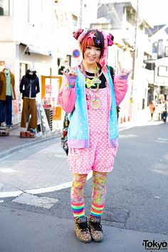 Ramuneruneru in Harajuku. She told us that she's 16 years old, a student, and that most of what she's wearing is from her favorite shop 6%DOKIDOKI.