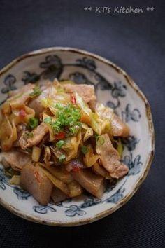 豚バラとこんにゃく、ポロネギのピリ辛炒め|レシピブログ