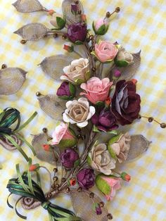 Flower Arrangement Designs, Flower Arrangements, Felt Flowers, Fabric Flowers, Mosaic Pictures, How To Make Paper Flowers, Silk Ribbon Embroidery, Do It Yourself Projects, Handmade Flowers