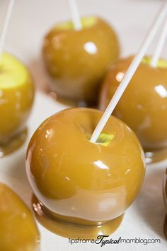 This is my FAVORITE Caramel recipe and is perfect for making Caramel Apples. This recipe only uses brown sugar, not white. Carmel Apple Recipe, Mini Caramel Apples, Caramel Recipes, Apple Recipes, Desserts Caramel, Yummy Recipes, How To Make Caramel, Making Caramel, Oreo Dessert Recipes