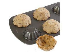 Envie d un bon goûter pour vos enfants ? Mettez de la pate à cookies autour de votre moule à gateau prealablement retourne. Vous aurez de belles coupes pour y mettre de la glace !