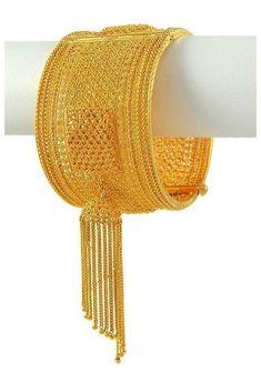 South Indian Jewellery, Indian Jewellery Design, Indian Wedding Jewelry, Jewellery Designs, Bengali Jewellery, Bridal Jewellery, Gold Bangles For Women, Gold Bangles Design, Designer Bangles