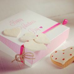 This gift box melts our heart! http://selfpackaging.com/en/root/home/boxes-1504-flanged-gift-box-with-lid-52.html?size=1 / #giftboxes #diyideas #valentinesday #diy