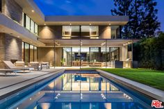 Modern Home tucked behind gates and hedges on the exclusive East Channel Road in Santa Monica Canyon, this is a Marmol Radziner design Indoor Outdoor Fireplaces, Pool Cabana, Contemporary Style Homes, Modern Mansion, Modern Houses, Mansions Homes, Affordable Home Decor, Ben Affleck, Architectural Digest