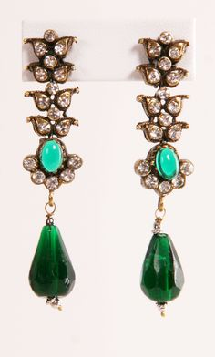 Vintage earrings, these are very pretty. Ethnic Jewelry, Indian Jewelry, Antique Jewelry, Vintage Jewelry, Unusual Jewelry, Jewelry Box, Jewelry Accessories, Jewelry Design, Jewelry Making