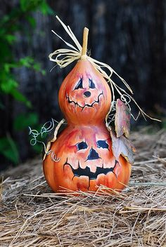 DIY Halloween Gourd Jack-o-Lantern Instruction-DIY Gourd Craft Projects Halloween Gourds, Holidays Halloween, Halloween Crafts, Halloween Jack, Nature Crafts, Fall Crafts, Holiday Crafts, Hand Painted Gourds, Decorative Gourds