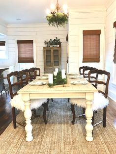 Farmhouse chic table and chairs from @simplysoutherncottage