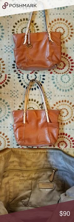 """🌺Michael Kors Leather Tote Bag🌺 This lovely Michael Kors tote bag in a soft brown leather will be your go to bag! The bag has two outside pockets and several inside pockets for your accessories. Measures 16""""x 4""""x 12"""" Michael Kors Bags Totes"""