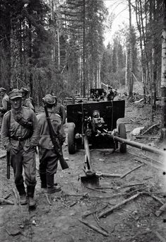 Finnish soldiers inspect the captured Soviet guns, date and location unknown - pin by stinky old poop stain Night Shadow, Ww2 Pictures, Ww2 History, Fight For Us, Red Army, Cold War, Wwii, Russia, Freedom