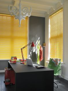 Contemporary colours and finishes from soft pastels, sophisticated white shades or bright stunning metals. Precise control of light intensity and direction with the quick twist of a wand. Venetian Blinds from Luxaflex® Office Blinds, Store Venitien, Kitchen Window Treatments, Yellow Interior, Home Office Decor, Home Decor, Office Ideas, Window Styles, Blinds For Windows