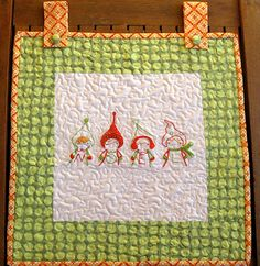 Christmas quilted Noelwall hanging | Sewn Up by TeresaDownUnder