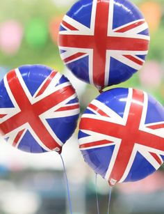 We love these Union Jack balloons - the perfect addition to your British party decorations! Perfect for the Queen's birthday, a Wimbledon party or a Best of British party theme. Queen 90th Birthday, 90th Birthday Parties, Birthday Month, British Themed Parties, British Party, British Wedding, British Summer, Girls Party Decorations, Party Themes