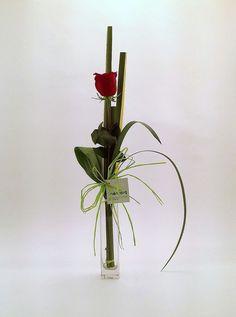 ستاند Valentine Flower Arrangements, Modern Flower Arrangements, Vase Arrangements, How To Wrap Flowers, Types Of Flowers, Love Flowers, Flower Show, Flower Art, Ikebana Flower Arrangement