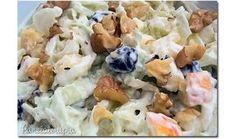 Saladinha leve edeliciosa! Pode ser feita com acelga ou repolho que fica igualmente gostosa! Basta fatiar 1/2 repolho (usei um bem pequeno), juntar 1 maçã picadinha, um punhado de uvas passas, tem…