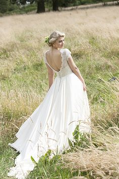 How stunning is this gown from Lyn Ashworth by Sarah Barrett? 'Delicate Peony' is now available at Georgina Pimm Bridal Boutique. Call 01993 704119 to make an appointment