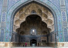Jameh Atigh Mosque The Jameh Mosque of Isfahan is a veritable museum of Islamic architecture and still a working mosque. Within a couple of hours you can see and compare 800 years of Islamic design, with each example near to the pinnacle of its age. The range is quite stunning: from the geometric elegance of the Seljuks, through to the Mongol period and on to the refinements of the more baroque Safavid style.