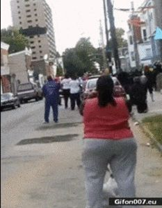 Woman watching demolition misses the whole thing because of her dog. Gif Bin is your daily source for funny gifs, reaction gifs and funny animated pictures! Large collection of the best gifs. Funny Videos, Funny Cute, The Funny, Awkward Funny, Beste Gif, Funny Jokes, Hilarious, Sarcastic Humor, Funny Pins
