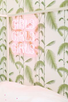 ROOM STYLING: PINK & PALM LEAF PLEASURES - Live Loud Girl