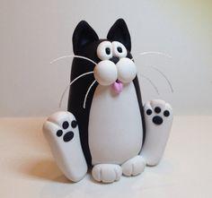 Sitting Happy Tuxedo Cat di handmademom su Etsy, $19.99