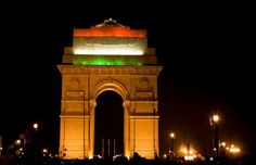 The India Gate, originally called the All India War Memorial,is located astride the Rajpath,New Delhi India formerly called Kingsway. Best Countries To Visit, Cool Countries, Cool Places To Visit, Happy Independence Day Indian, Delhi Red Fort, Monument In India, Gate Pictures, Humayun's Tomb, Republic Day India