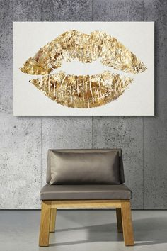 gold lips painting | If simple and sweet just isn't your thing, try this glitzy gold lips ...