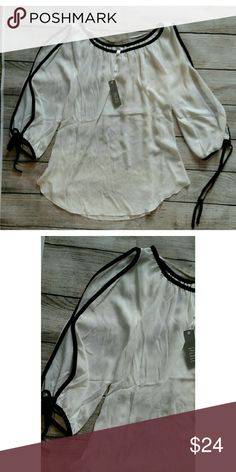 """NWT Spense cold shoulder top. Small New with tags. White and black. Armpit to armpit 19"""" Length 26"""" Spense Tops Blouses"""