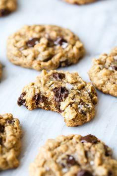 Flourless Peanut Butter Chocolate Chip Oatmeal Cookies