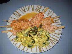 Petites brochettes de crevettes, courgettes au curry, coulis de mangue • Hellocoton.fr
