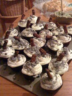 White Trash Cupcakes – This Amsterdam Life Redneck Birthday, Redneck Party, Birthday Bbq, Redneck Cakes, Amsterdam Party, Trailer Trash Party, Hillbilly Party, White Trash Party, Cakes Plus