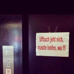 Über dieses Schild am Aufzug. | 28 Momente, über die sich alle wundern, Berliner aber nicht