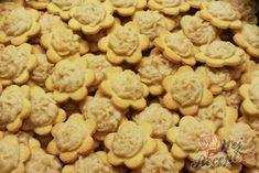 Vánoční mandlové kytičky se sněhem | NejRecept.cz Czech Recipes, Cookies Et Biscuits, Rum, Brownies, Cooking Recipes, Butter, Baking, Cake, Food