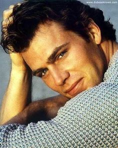 Jon-Erik Hexum, was a beautiful promising actor and model in the 80's. He died because of an accidental gunshot wound to the head on the set of Cover up. November 5, 1957 - October 18, 1984