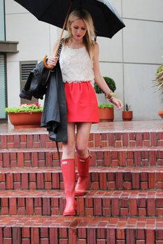 Red rain boots, love this outfit! Cute Rain Boots, Red Rain Boots, Red Wellies, Snow Boots, Preppy Mode, Preppy Style, Preppy Girl, Fashion Nail Art, Mode Bcbg