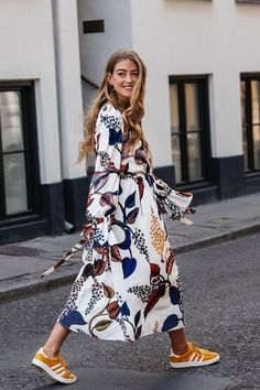 The Top Fall Trends in 6 Cool Outfits - - Best fall outfit ideas fall florals – floral midi dress with yellow adidas Source by juryclothing Fashion Mode, Look Fashion, Autumn Fashion, Fashion Outfits, Womens Fashion, Fashion Trends, Dress Fashion, Trendy Fashion, Fashion Ideas
