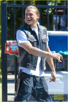 Charlie Hunnam Is Having a Blast on 'Sons of Anarchy' Set, 9-30-14
