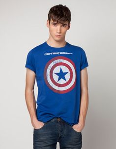 Me gusta la Camiseta 'MARVEL - Avengers'. Yo puedo llevo el camiseta con rojo zapatos. El camiseta cuestan 49,90 MXN y 4 dólares.