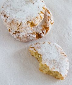 Italian Almond Cookies (Ricciarelli) and Tips for Gluten-Free Christmas Cookies… Gluten Free Christmas Cookies, Gluten Free Cookies, Gluten Free Baking, Gluten Free Desserts, Biscuit Cookies, Cake Cookies, Italian Almond Cookies, Almond Flour Cookies, Cookie Recipes